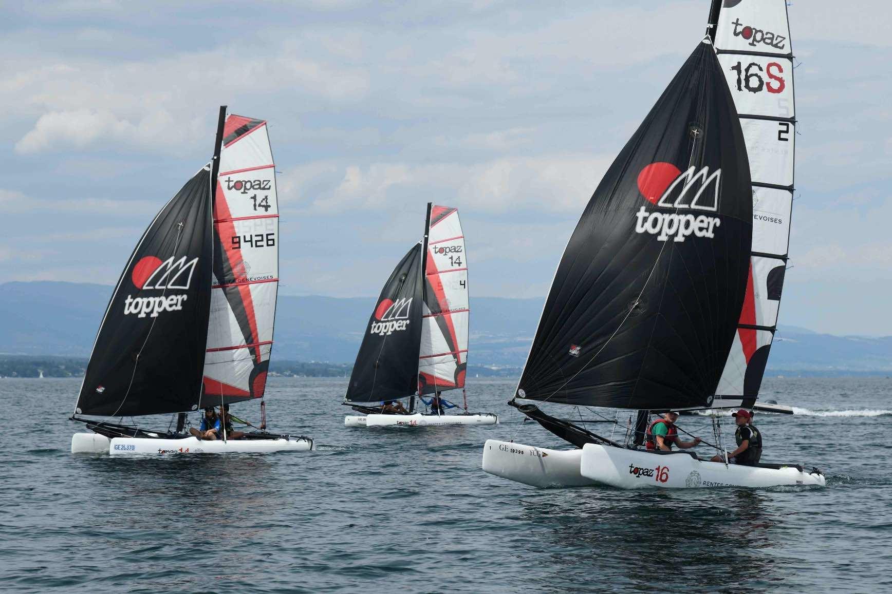 Topaz 14 et Topaz 16 du Yacht Club de Genève naviguant sous spi